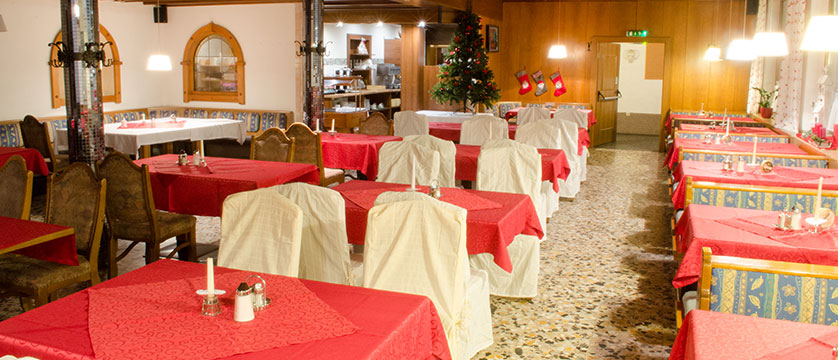 austria_mayrhofen_hotel-kirchenwirt_dining-room.jpg
